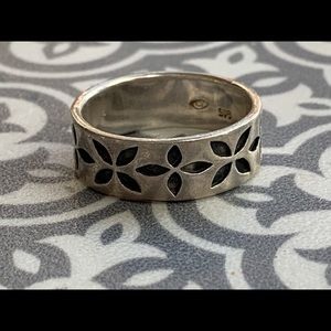.925 Sterling Silver Ring with flower motif size 8